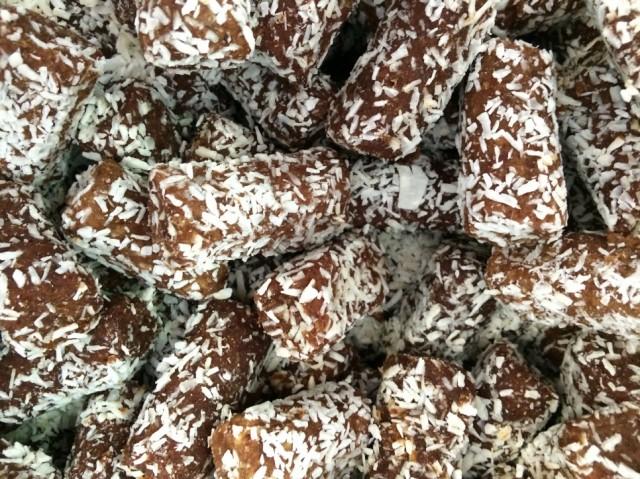 Батончики из сырых фиников и кокосов